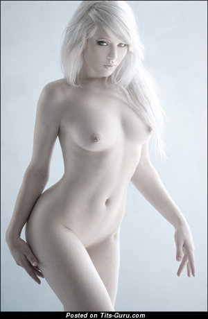 Perfect Floozy with Perfect Bare Natural Little Chest (Xxx Foto)