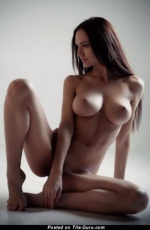 Sexy nude brunette with medium tittes pic