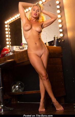 Delightful Topless Brunette (Hd Xxx Picture)