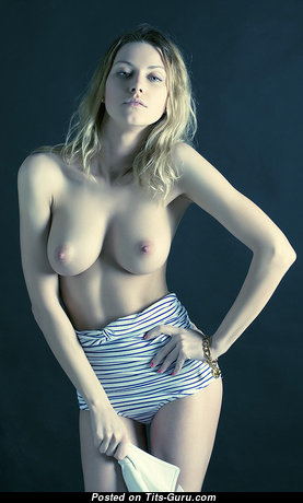 Elegant Babe with Pretty Exposed Real Mid Size Chest (Xxx Picture)