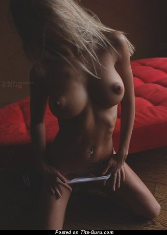 Naked awesome female with medium tits pic