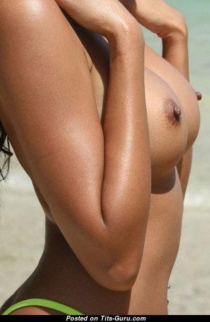 Lovely Undressed Brunette (Porn Pix)