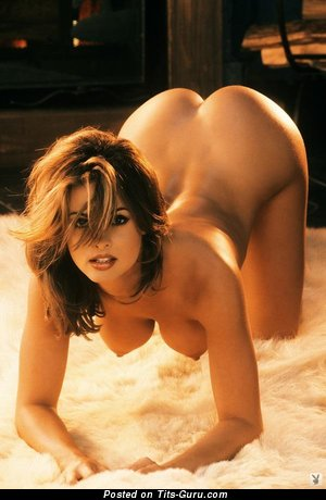 Karen McDougal: sexy nude wonderful lady with medium tits pic