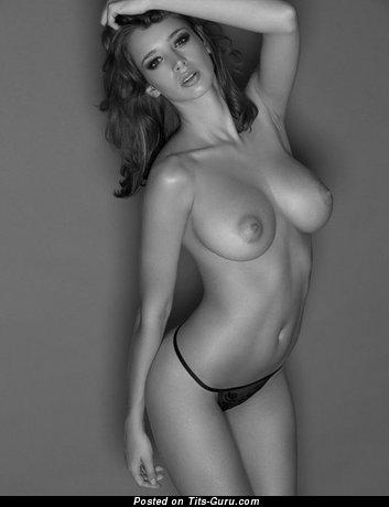 Gorgeous Naked Moll (18+ Photoshoot)