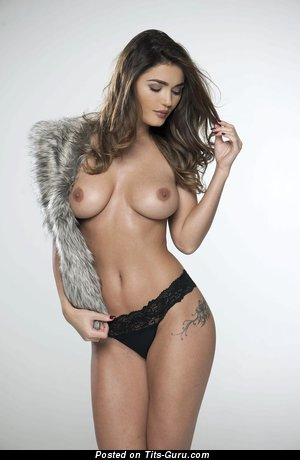 Image. India Reynolds - sexy nude beautiful woman with medium natural tittys pic