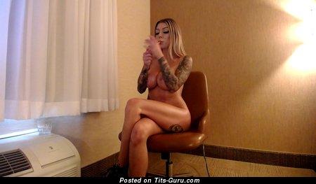 Good-Looking Nude Gal is Smoking (Hd Porn Photo)