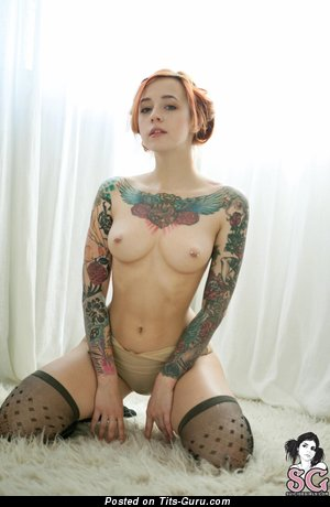 Jane Sinner: naked nice female with medium natural tots, piercing & tattoo photo