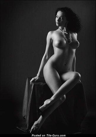 Изображение. Фотка красивой обнажённой девахи