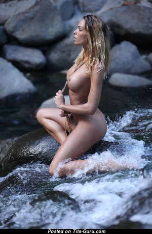 Fine Unclothed Babe (Sexual Photo)