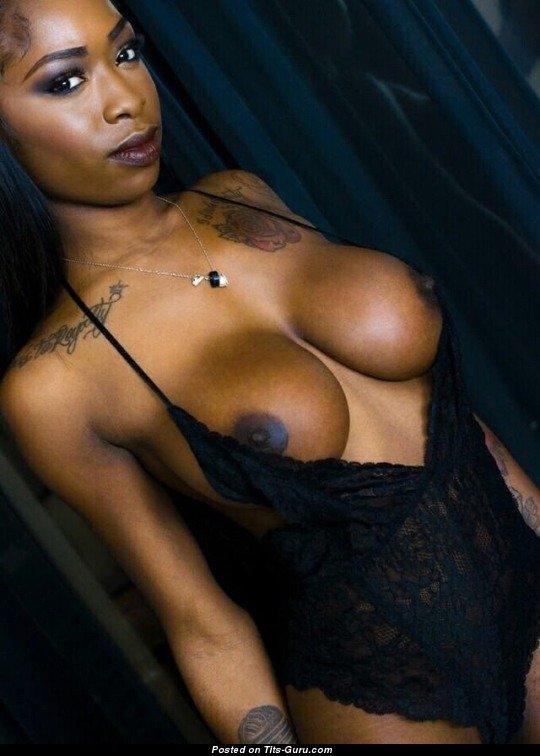 Sexy Topless Ebony Pic 1511681309977-5450