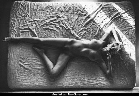 Alluring Blonde with Alluring Nude Natural Medium Boobie (Porn Wallpaper)
