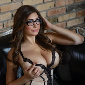 Brunette with big tittys photo