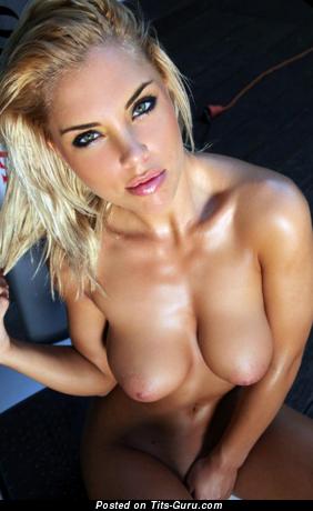 Изображение. Фотка офигенной обнажённой леди с большими сисечками