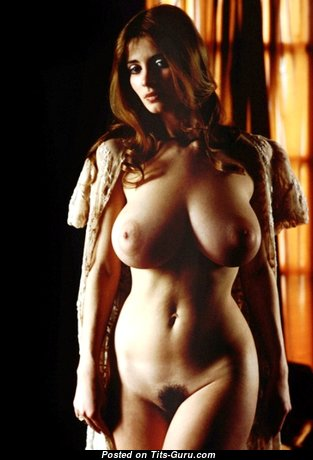 Fascinating Babe with Fascinating Nude Natural H Size Breasts & Big Nipples (Xxx Photo)