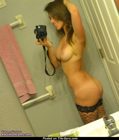 Good-Looking Undressed Brunette Babe with Erect Nipples (Private Selfie Porn Foto)