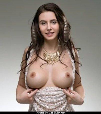 Adorable Undressed Babe (18+ Photo)