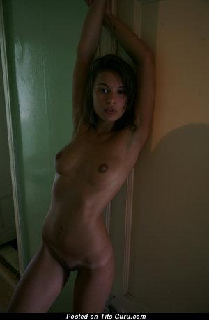 Изображение. Изображение горячей обнажённой девахи