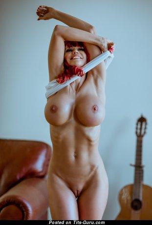 Nice Dame with Nice Bald Round Fake Boobie (Hd Sex Photo)