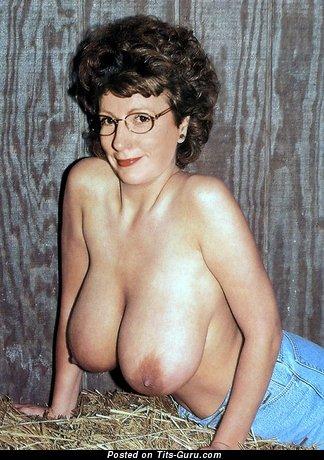 Moyra - Elegant Topless Gal with Elegant Naked Natural Full Tit (Vintage Xxx Image)