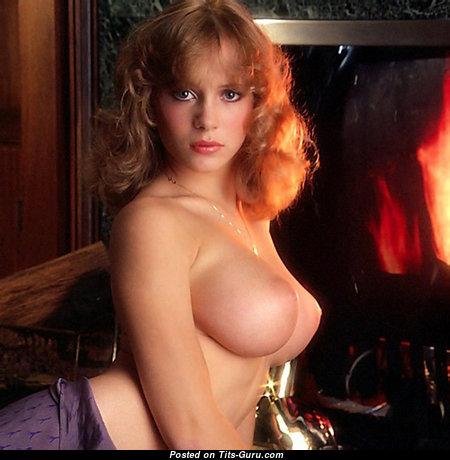 Dazzling Babe with Dazzling Naked Real Medium Tit & Big Nipples (Sex Photo)
