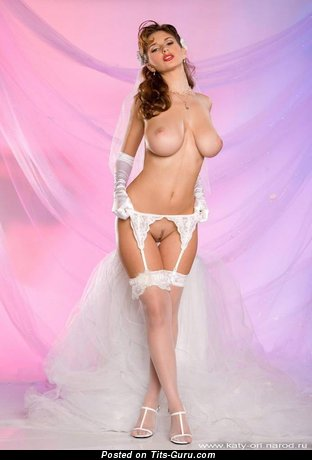 Anfisa Chekhova: sexy naked brunette with medium tittys pic