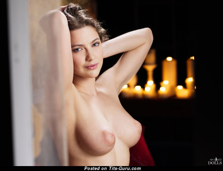 Image. Yasmeen - nude brunette with medium natural tittes and big nipples pic