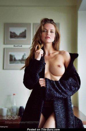 Exquisite Unclothed Babe (18+ Pix)