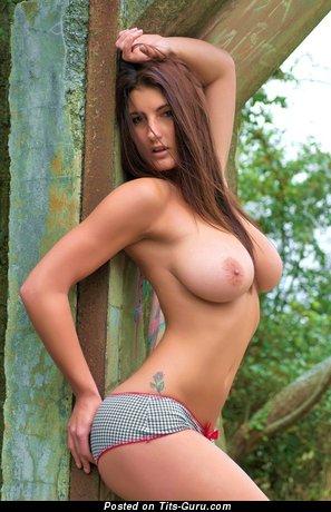 Emma Twigg - изображение сексуальной голой рыжей с средними натуральными сисечками