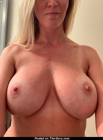The Nicest Naked Babe (18+ Photoshoot)