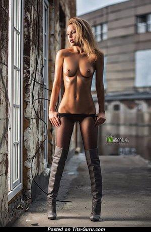 Yummy Nude Blonde (Hd Porn Pic)