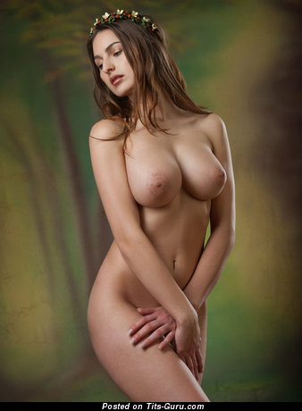 Sexy naked nice lady with medium natural tittes pic