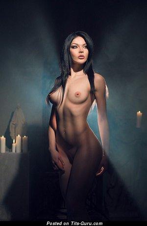 Изображение. Oksana Bast - изображение восхитительной обнажённой брюнетки