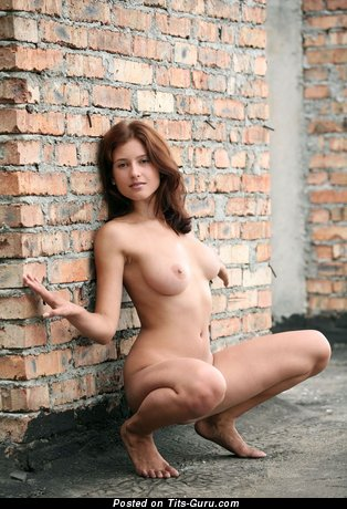 Image. Nude hot woman with medium tittes pic