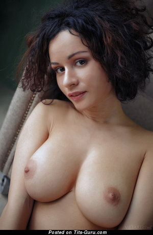 Pammie Lee - Awesome Russian Honey with Awesome Nude Natural Med Boobys (Xxx Picture)
