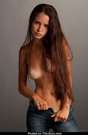 Изображение. Картинка сексуальной голой девахи с средней натуральной грудью