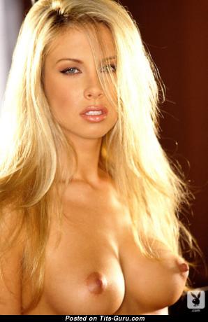 Фееричная неодетая блондинка (порно фото)