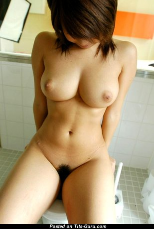 Appealing Unclothed Asian Babe (Sex Photoshoot)