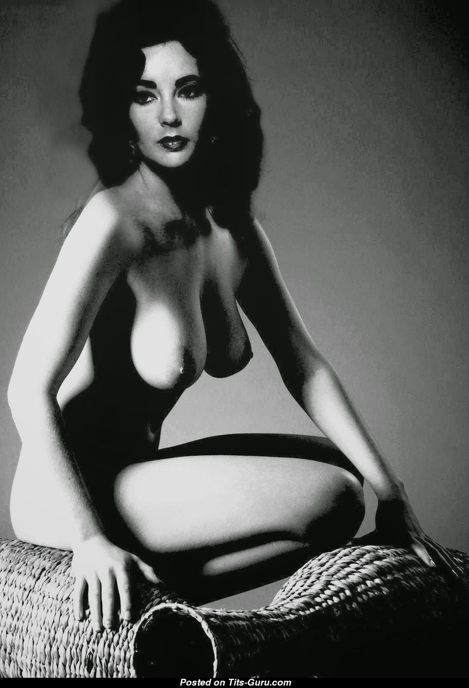 Elizabeth Taylor Nude: 7 Pics of Hot Naked Boobs 😍