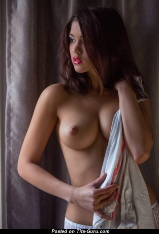 Fine Babe with Fine Naked Real Medium Tit (Xxx Picture)