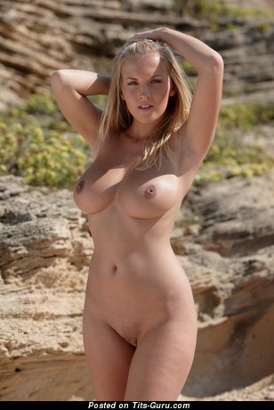 Sexy naked blonde with medium tots & big nipples pic