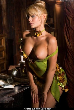 Fine Babe with Fine Open Average Boobie (Cosplay Xxx Foto)