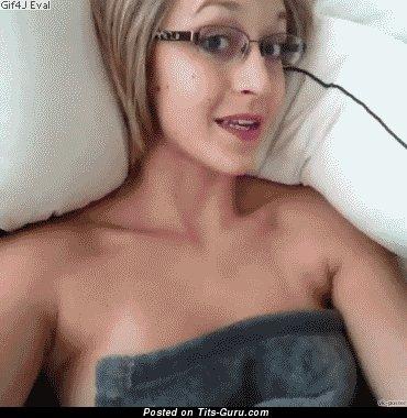 Image. Hot woman with medium natural tots gif