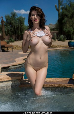 Amber Hahn: naked brunette with medium natural breast photo