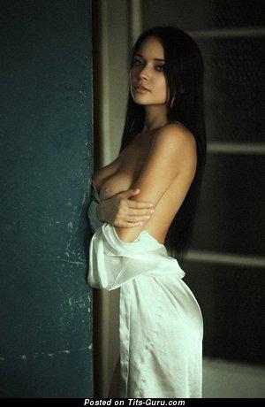 Изображение. Изображение горячей девахи топлесс