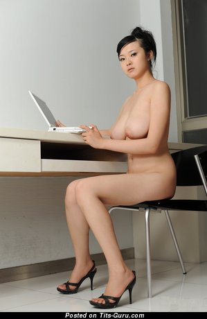 Image. Bing Yi - naked asian with medium natural tots picture