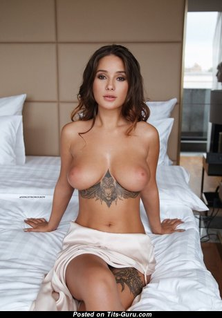 Awesome Babe with Awesome Naked Soft Titties (Porn Pic)