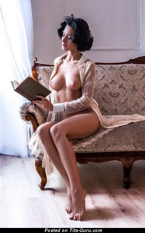 Nice Brunette with Nice Exposed D Size Titty (Porn Photo)