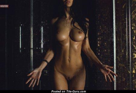Изображение. Anastasia Martzipanova - фотка восхитительной обнажённой брюнетки с среднего размера грудью