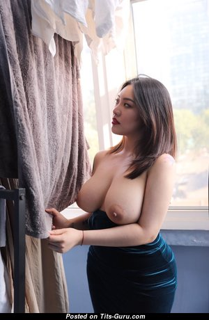 Cream M0 0m - Exquisite Topless Asian Brunette with Exquisite Exposed Real Tit & Erect Nipples (on Public 18+ Pic)