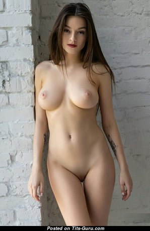 Good-Looking Babe with Good-Looking Naked Natural Dd Size Chest (Xxx Foto)